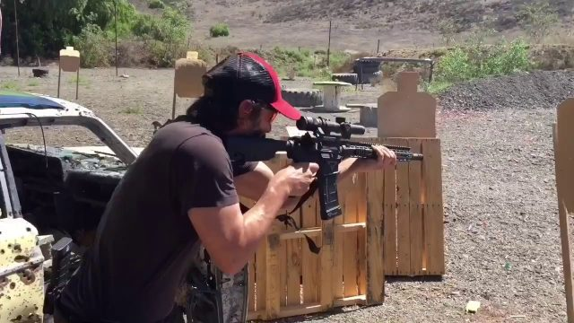 Keanu Reeves Has Some Bloody Silky Gun Skills