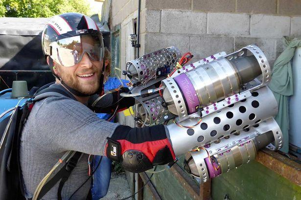 British-entrepreneur-creates-Iron-Man-like-flight-suit (1)