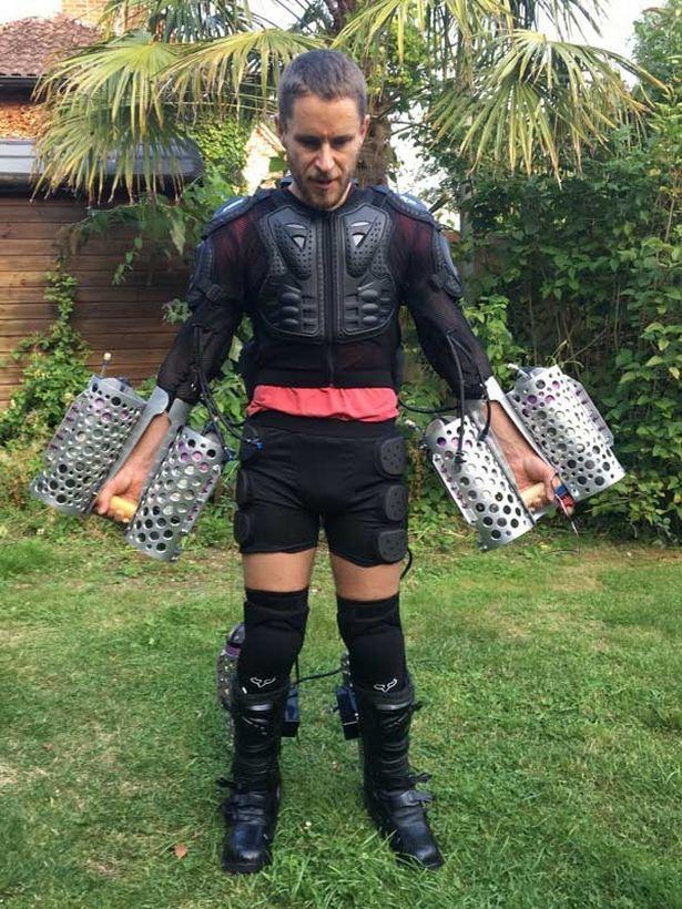 British-entrepreneur-creates-Iron-Man-like-flight-suit (2)