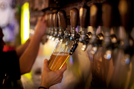 Pubs Have Been Serving Beer Wrong For Years And We Had No Idea