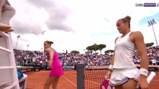 Tennis star Karolina Pliskova loses her sh*t and smashes a hole in the umpires chair
