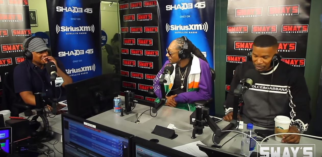 Snoop Dogg and Jamie Foxx freestyle an entire song on radio show and nail it