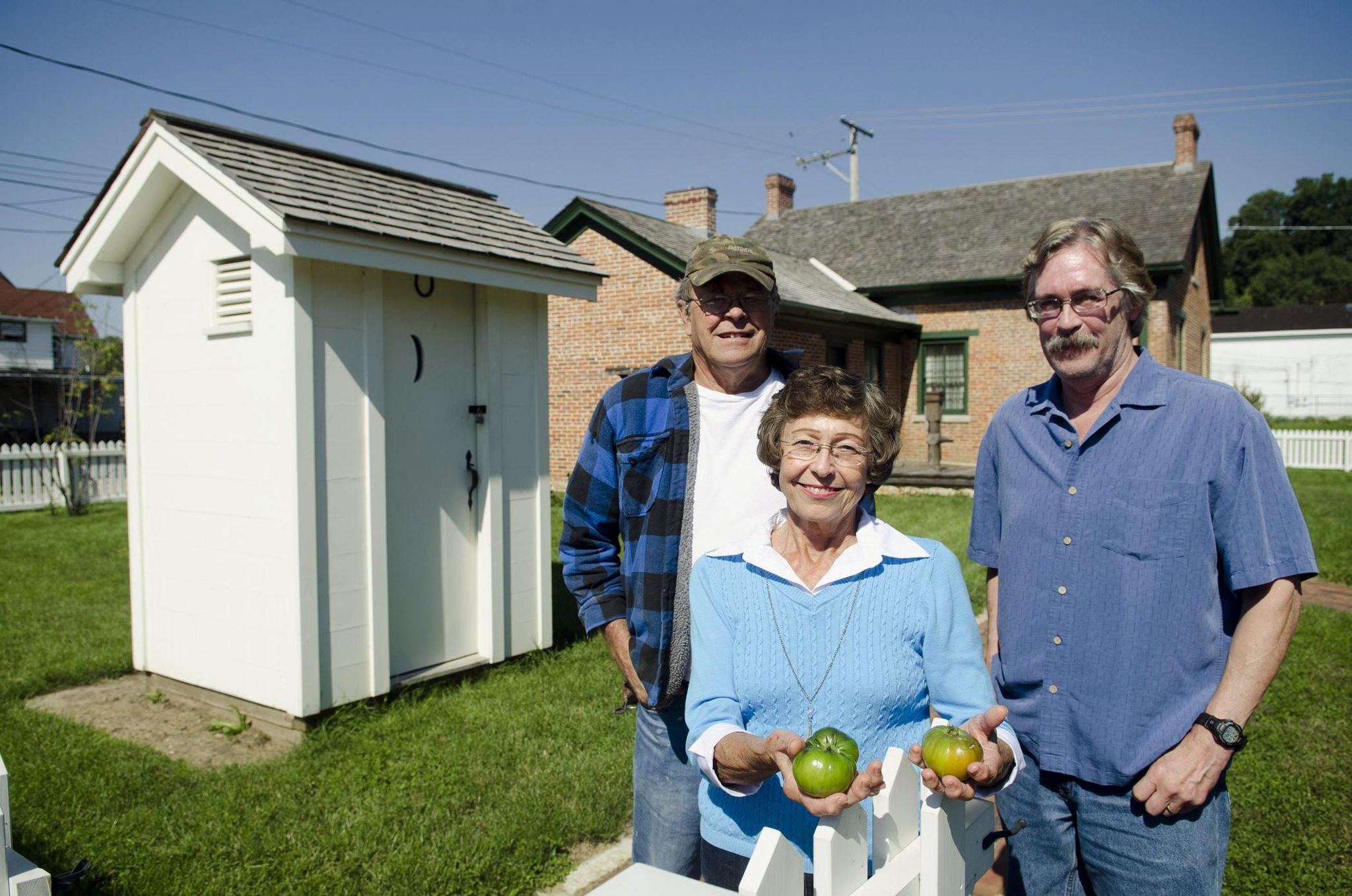 Tomato grown from 150 year-old Abe Lincoln dump compared to modern tomato