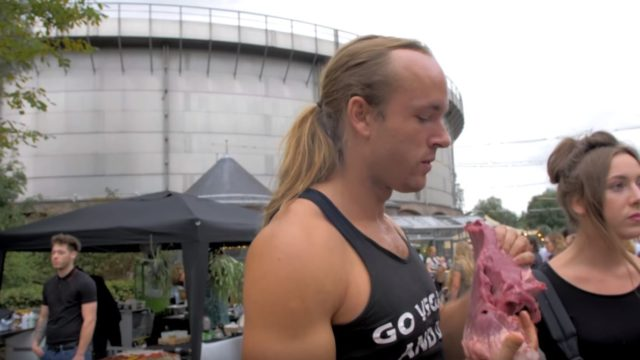 Guy turns up to a vegan festival to eat raw veal heart