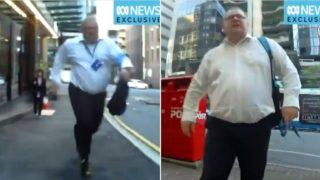 Pedestrian f*cken legs it to belt cyclist, after he brushed past him