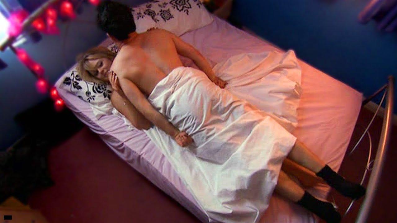 фото сиська упала с кровати партнерша сдавленно