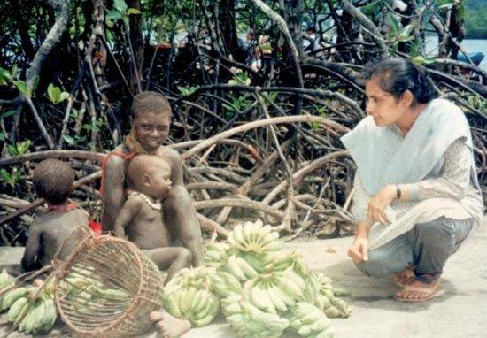 Madhumala with the Jarawa, another isolated tribe. Credit: Facebook/Madhumala Chattopadhyay