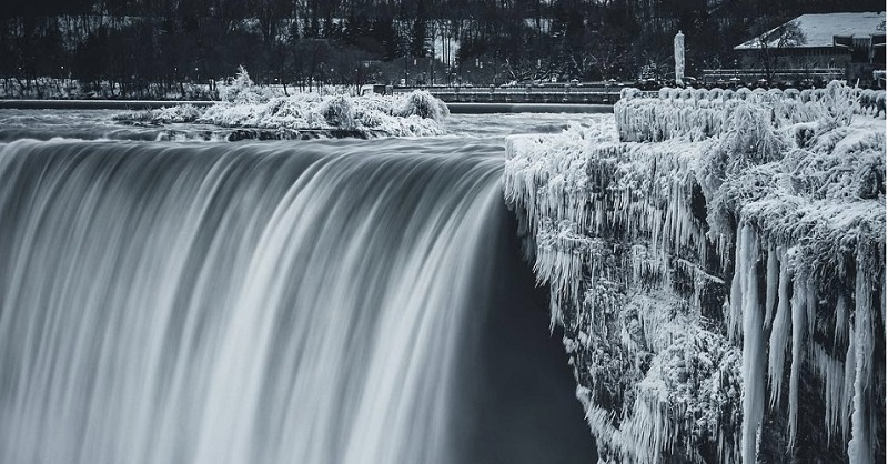 While Aussies swelter, North America is so f**ken cold that Niagara Falls has frozen over