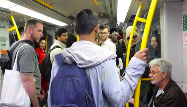 U.S anti-abortion preacher gets shut down by Aussie bloke on busy train carriage
