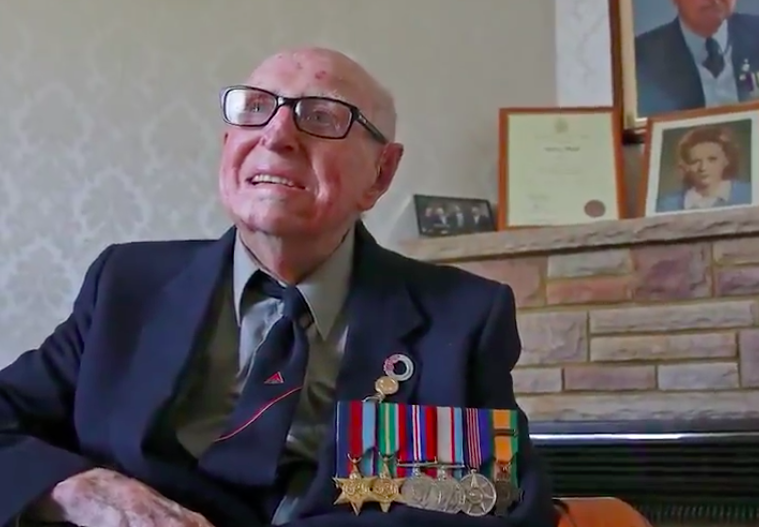 Oldest surviving WWII veteran marches in Anzac Day parade