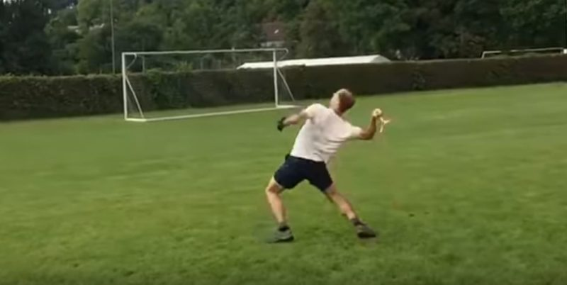 This bloke makes throwing and catching a boomerang look like a thing of beauty!