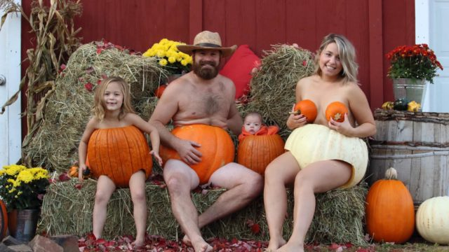 "Family's ""pumpkin portraits"" are f*@#en mint"
