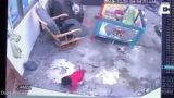 Heroic Chinese cat deliberately saves a baby from falling down stairs