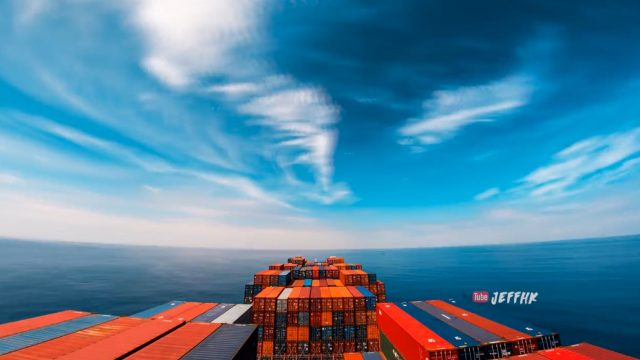 Bloke creates incredible 4k timelapse of 30 days at sea on cargo ship