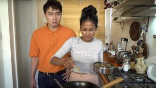 Uncle Roger meets rice chef and reviews her cooking skills in person