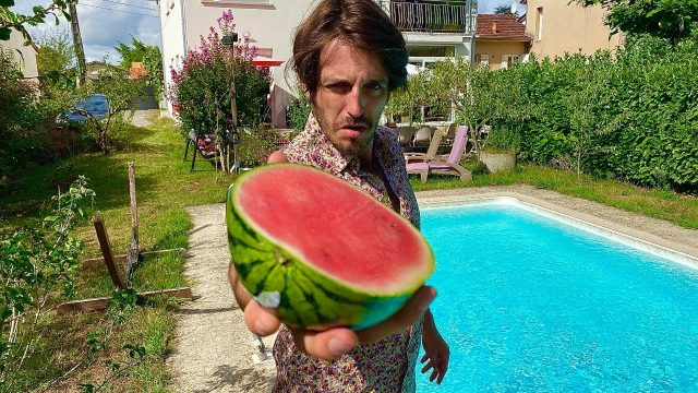 Bloke turns melons into amazing musical instrument