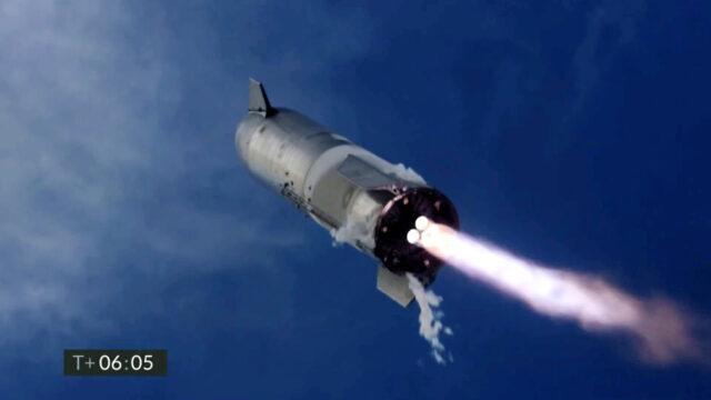 Latest SpaceX test flight nails the landing but still bursts into flames