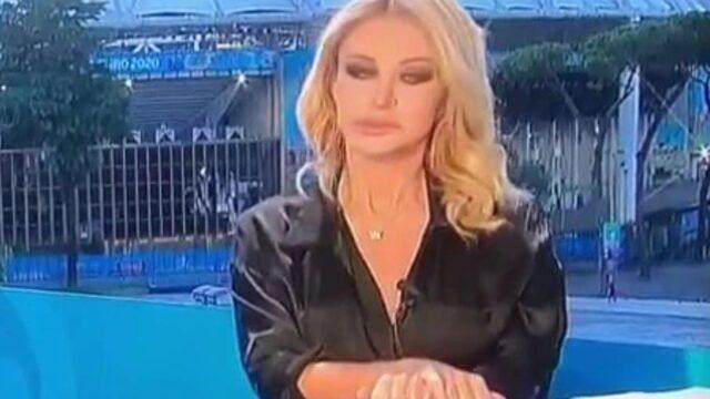 Italian football presenter denies having an on air Basic Instinct moment